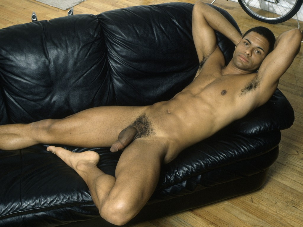 Jada Pinkett Smith Posts Nude Pic Taken By Husband Will Smith